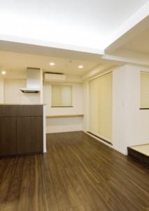 009 2階 リビング・ダイニング・キッチン(東面を写す).tif