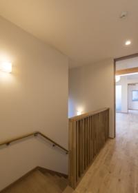10 階段・ホール(2F).jpg