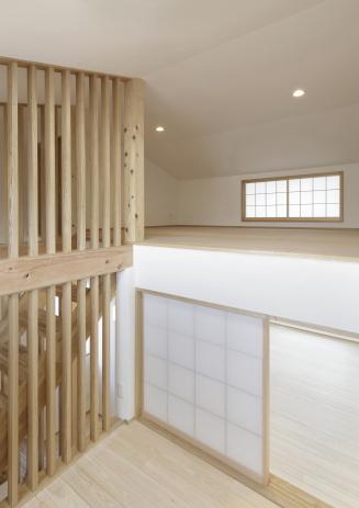 階段室からロフトを見る(世帯2)