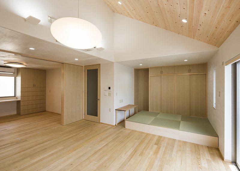 リビング・ダイニング(寝室、畳コーナーを見る)