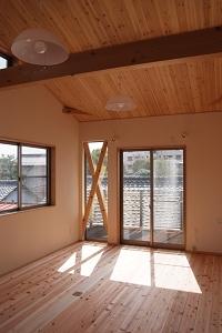 筋交い部分まで窓にして採光を確保.JPG