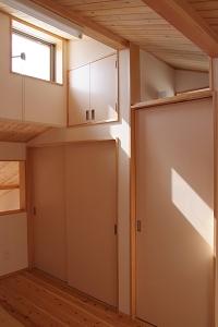 明るい小屋裏スペース.JPG