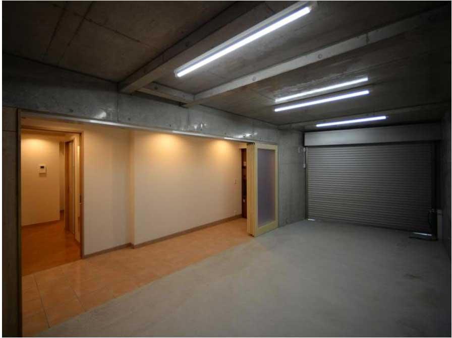 玄関・廊下と一体になる車庫