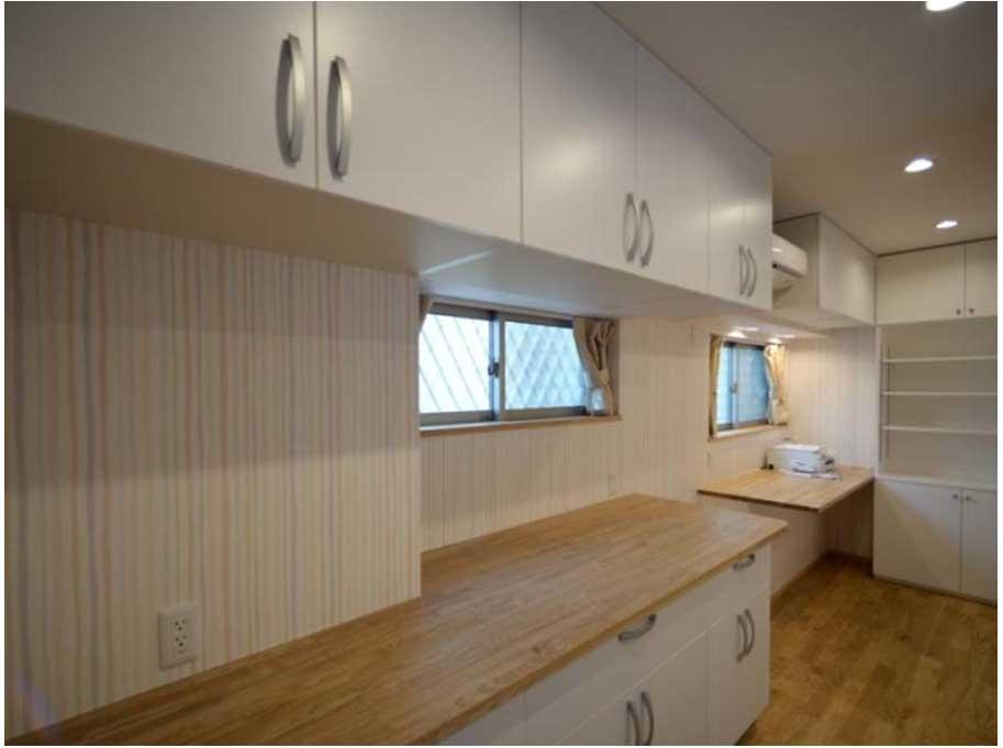 家事スペースと一体のキッチン収納
